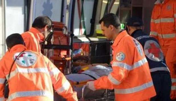 Casertace Scontro moto-auto in via Gianfrotta. Centauro finisce in ospedale