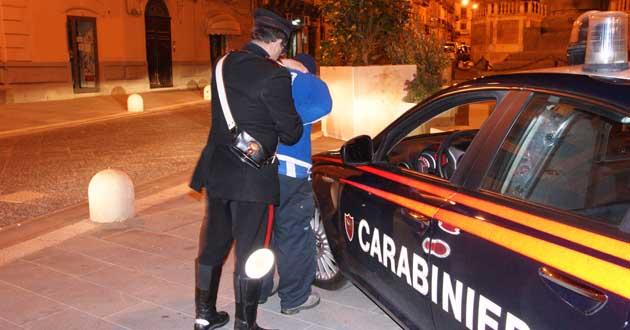 Casertace CASTEL VOLTURNO. Irregolare sorpreso a vendere cocaina sulla Domiziana. Arrestato