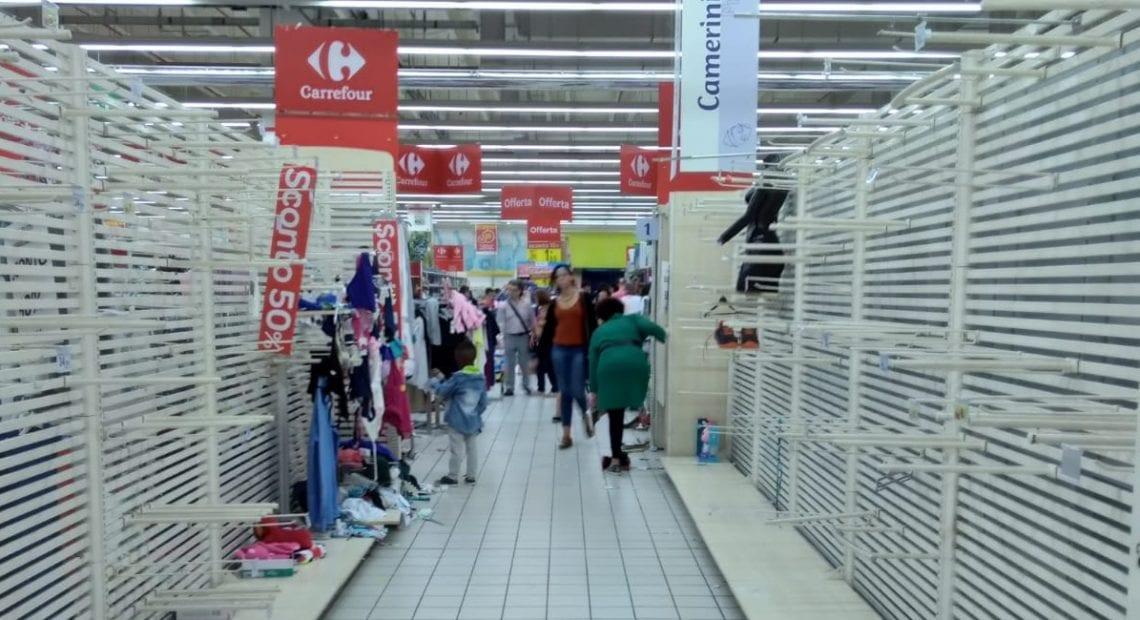 Il Commovente Video I Dipendenti Carrefour Salutano La Clientela