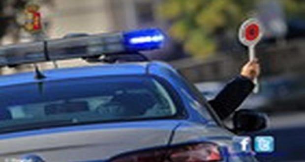 Inseguimento in centro a NAPOLI. Auto della Polizia si schianta: due poliziotti feriti