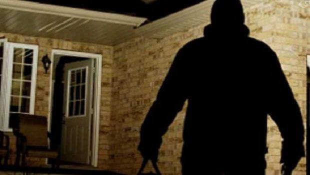 La famiglia è fuori di casa, i ladri portano via tutto - CasertaCE