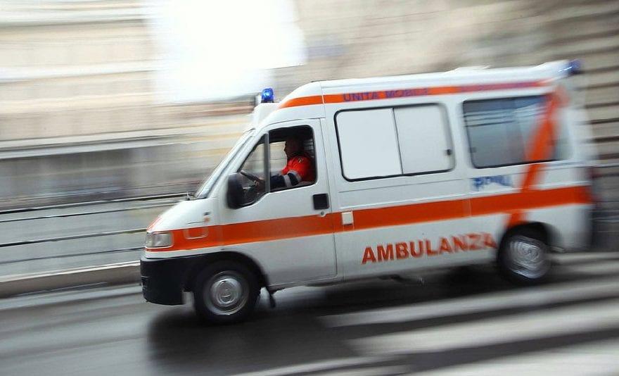 Colpita in pieno da un'auto in retromarcia. Donna in ospedale in gravi condizioni - CasertaCE
