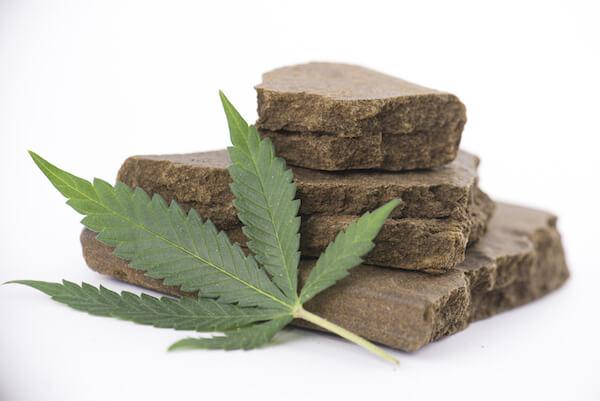 IL-NOME.-80-grammi-tra-hashish-e-marijuana.-Giovane-titolare-di-due-bar-finisce-ai-domiciliari-CasertaCE