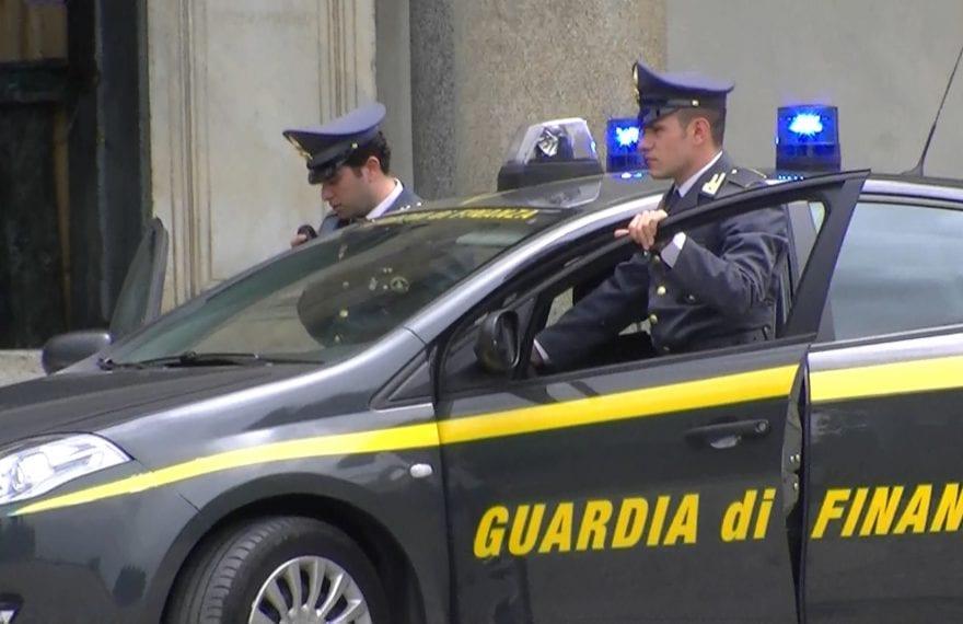 Finanzieri trovano una tonnellata di esplosivo e un fucile nel casolare, in fuga i custodi - CasertaCE