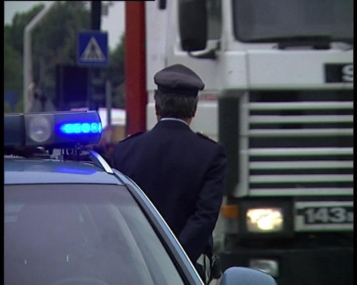 CASERTACE - La Polstrada denuncia autista di tir, aveva manomesso il cronotachigrafo per misurare pause e velocità