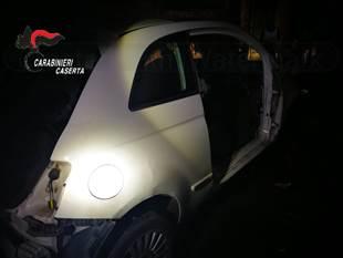LE FOTO. I carabinieri li beccano nella notte a smontare auto rubate. 4 ARRESTATI - CasertaCE