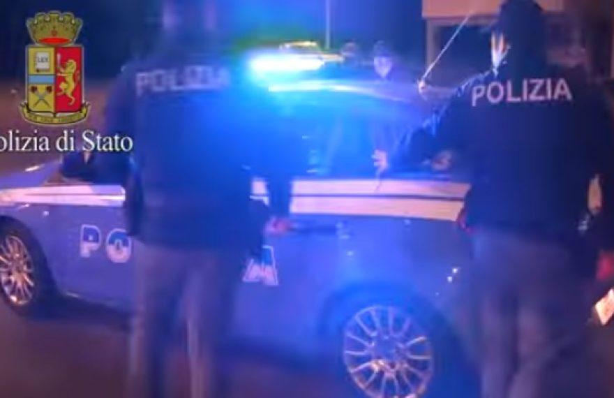 MADDALONI. Giovanissimi pusher reagiscono ai controlli dei poliziotti - CasertaCE
