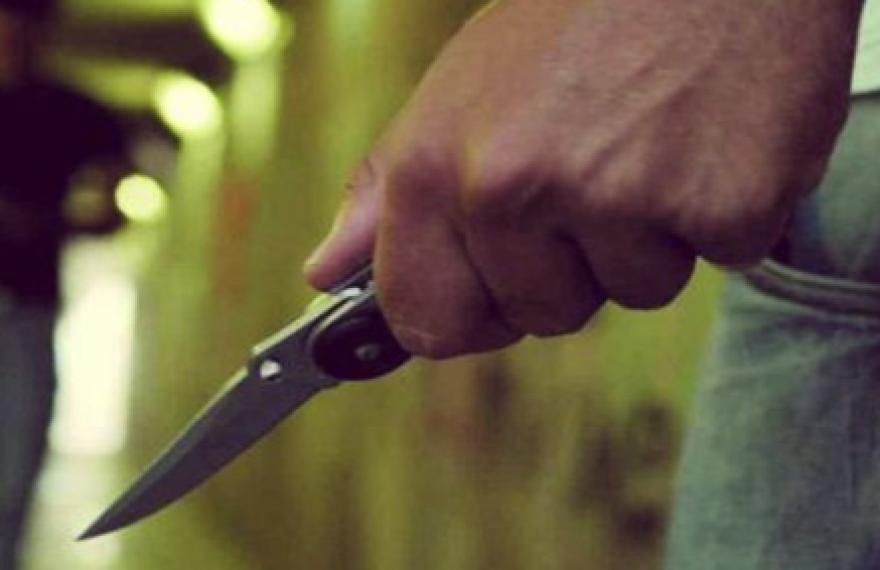Accoltellamento in famiglia dopo una lite, esce dal carcere 33enne. Ora il giudice vuole sentire il fratello ferito