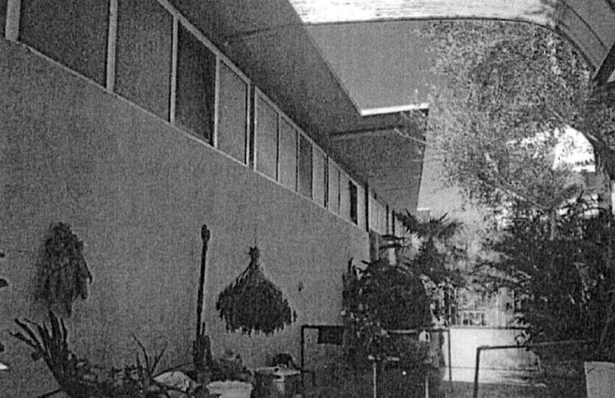 CASERTACE - LA FOTO. Casa e capannoni abusivi buttati giù dalle ruspe della Procura